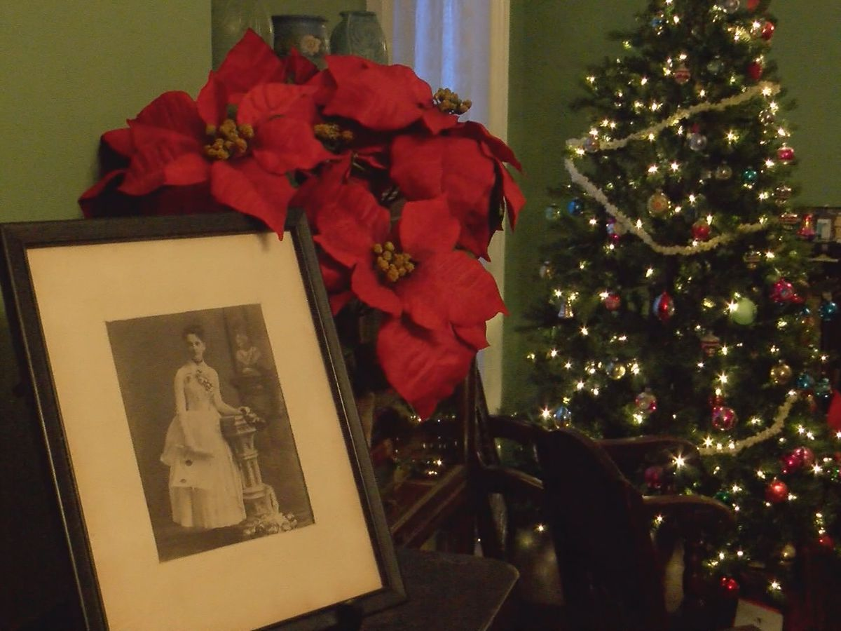 Flannery O'Conner house holds open house for Christmas