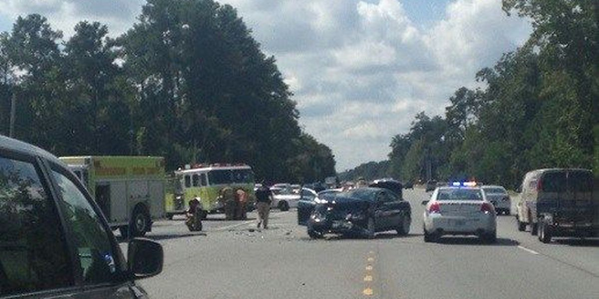 1 person hospitalized after wreck on Hwy 17