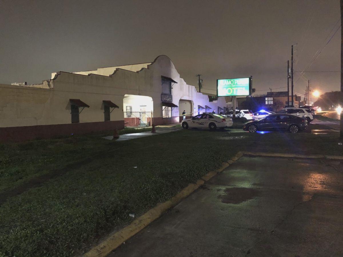 1 injured after shooting at Savannah motel