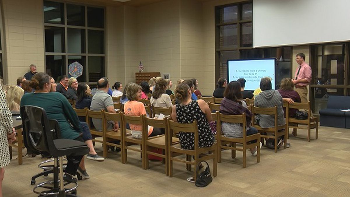 Richmond Hill parents meet to learn how to combat 'teens with screens' trend