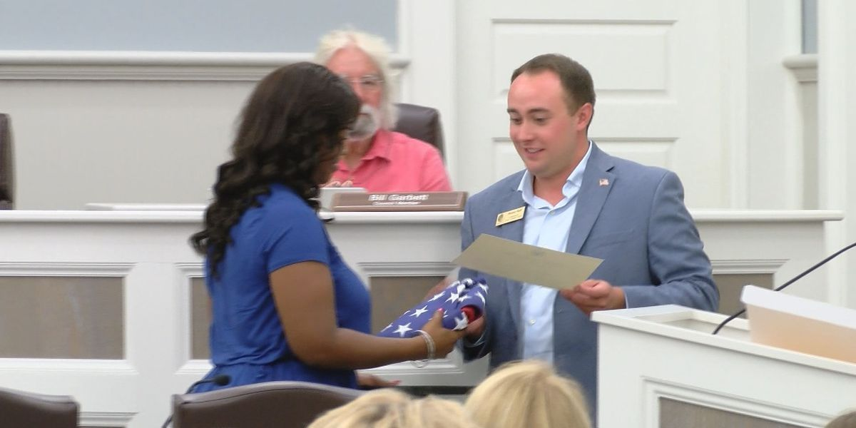 Flag presented to widow of Tybee Officer Tron Lewis