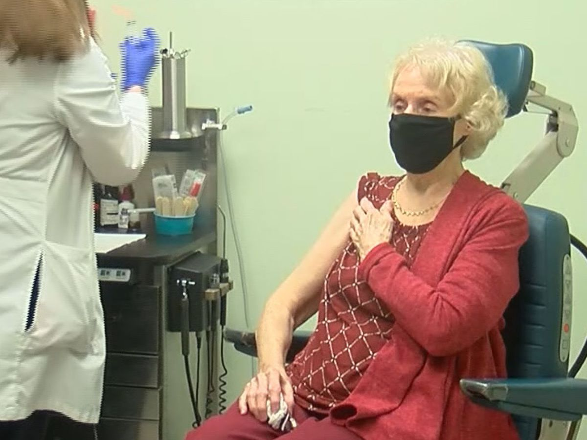 Residents receive COVID-19 vaccines at Savannah clinic