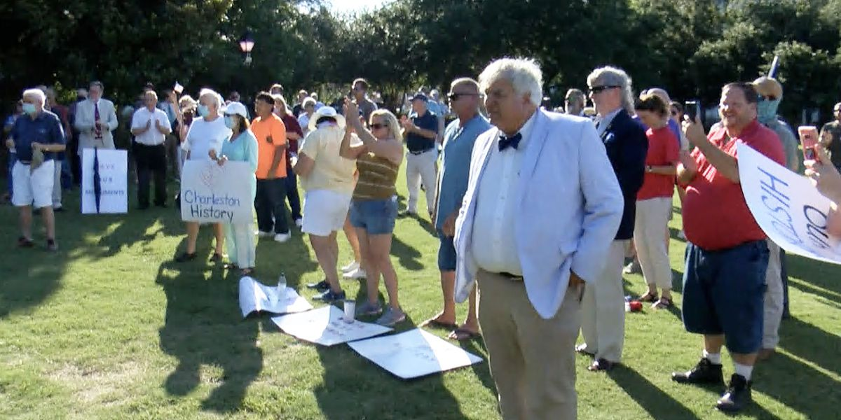 Supporters of John C. Calhoun statue hold protest at Marion Square