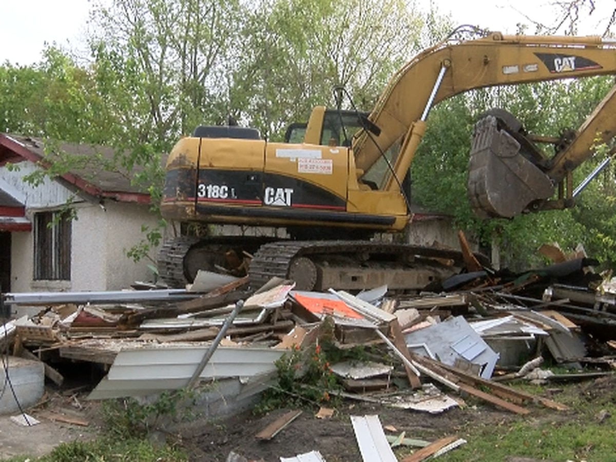 Savannah demolishes blighted home acquired through eminent domain