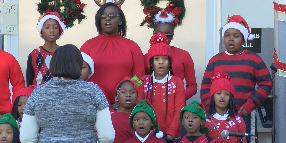 Children spread Christmas cheer and toys in Yamacraw