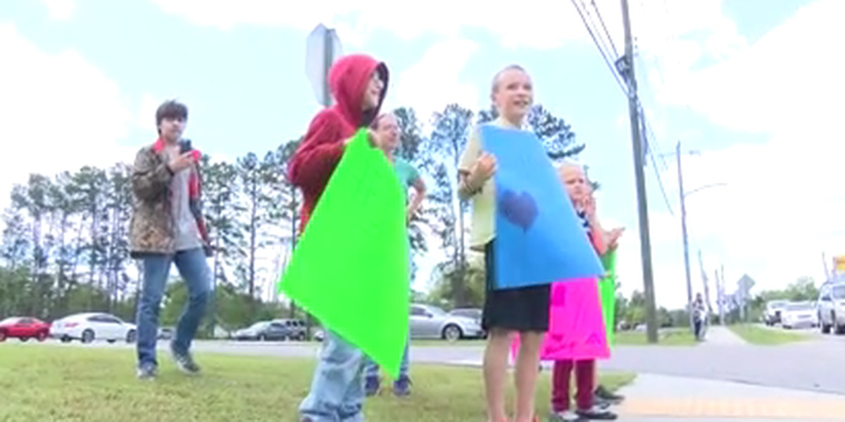 Pooler Elementary throws parade for students