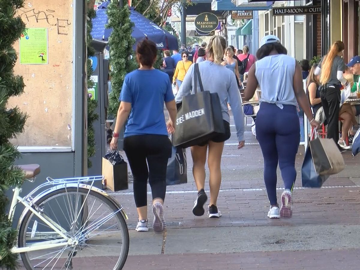 Shoppers head downtown for Black Friday in Savannah