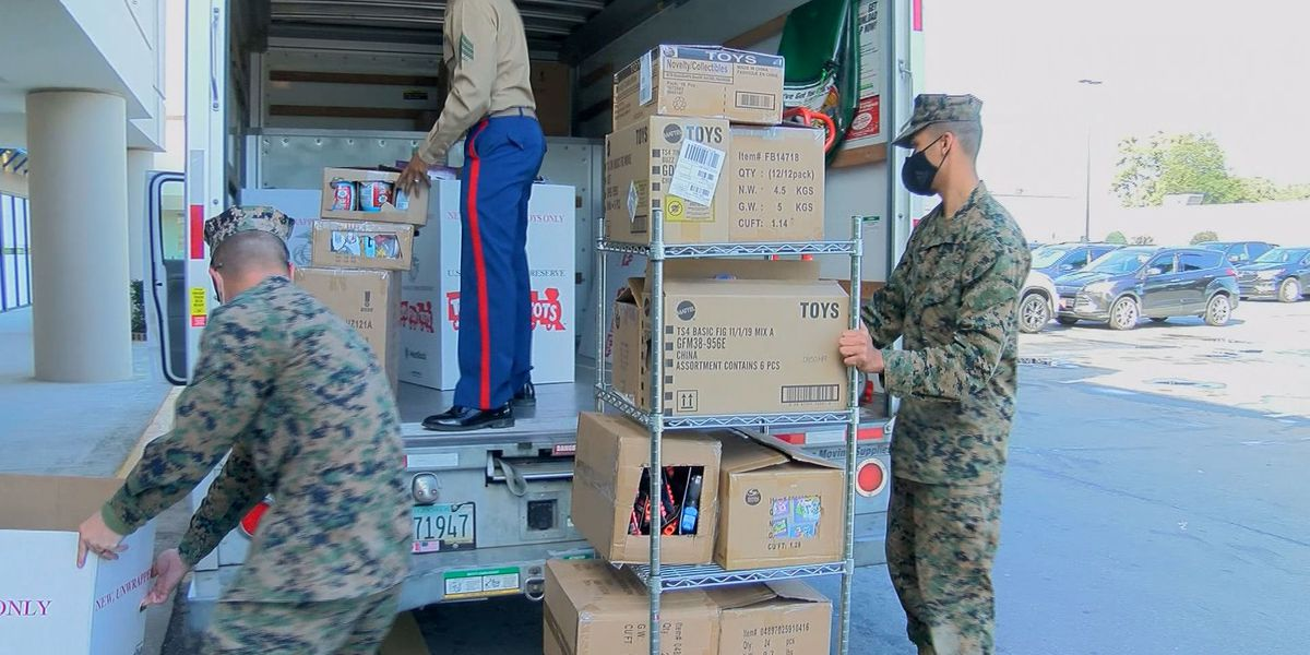 Marines go shopping for Toys for Tots