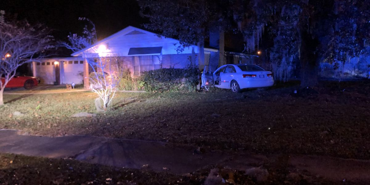 Car crashes into Hardeeville home
