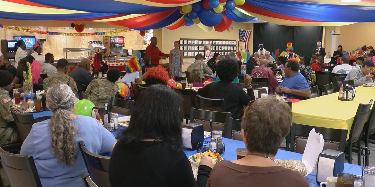 Thanksgiving meals served to soldiers and their families at HAAF