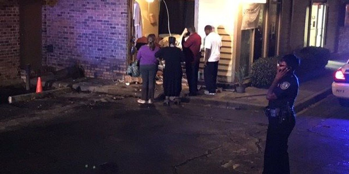 Car crashes into building on E. 36th St. and Skidaway Rd.