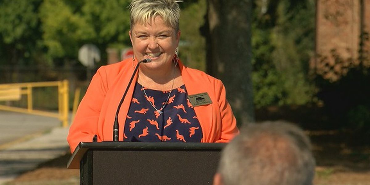 Savannah-Chatham County Public Schools honors 'teacher of the year' with ceremony