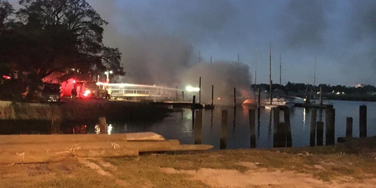 Fire destroys 2 boats on Wilmington island