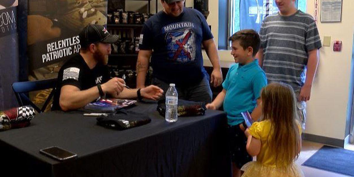 Jeffrey Earnhardt meets Savannah fans