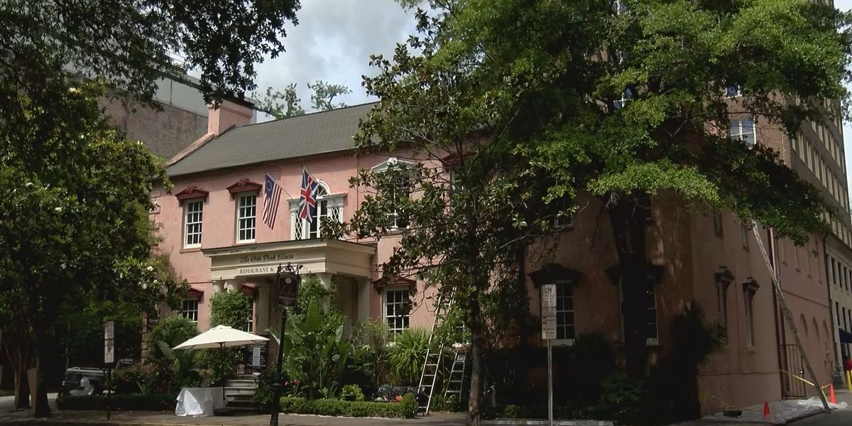 Curbside service part of Pink House's first step to full reopening