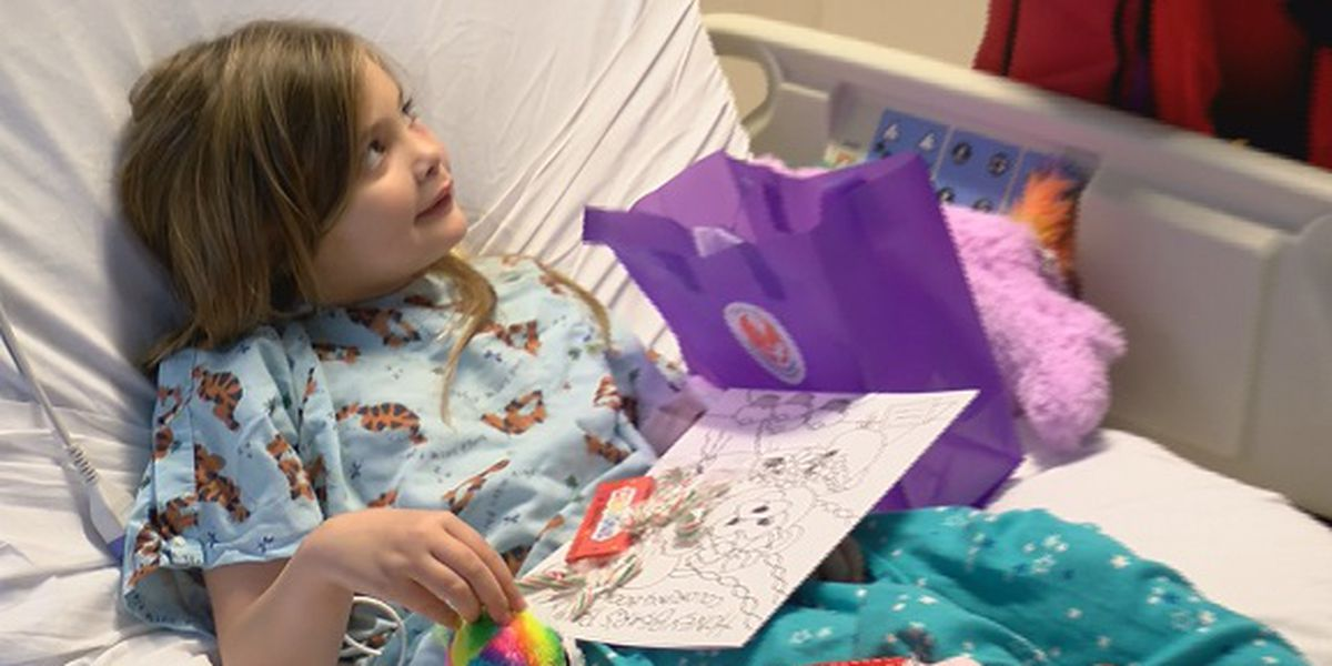 Good News: 100 Children's Foundation hands out gifts at Children's Hospital