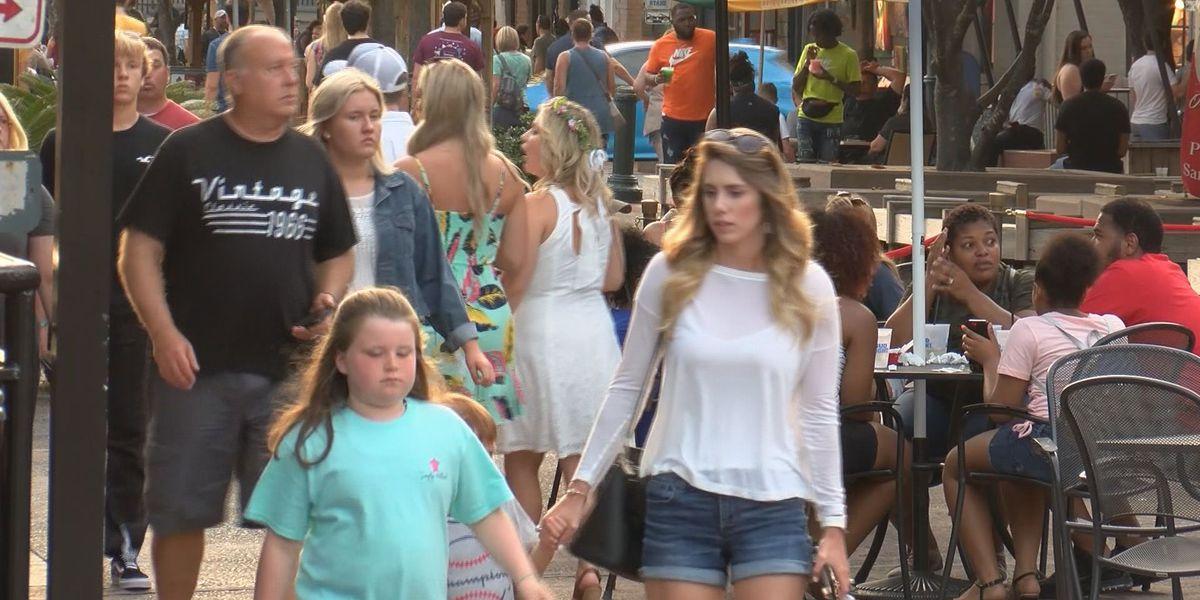 Memorial Day weekend brings Friday crowd to downtown Savannah