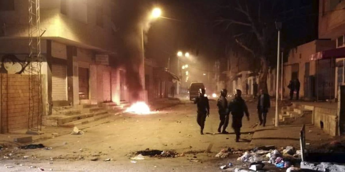 Protests in Tunisia after journalist sets himself on fire