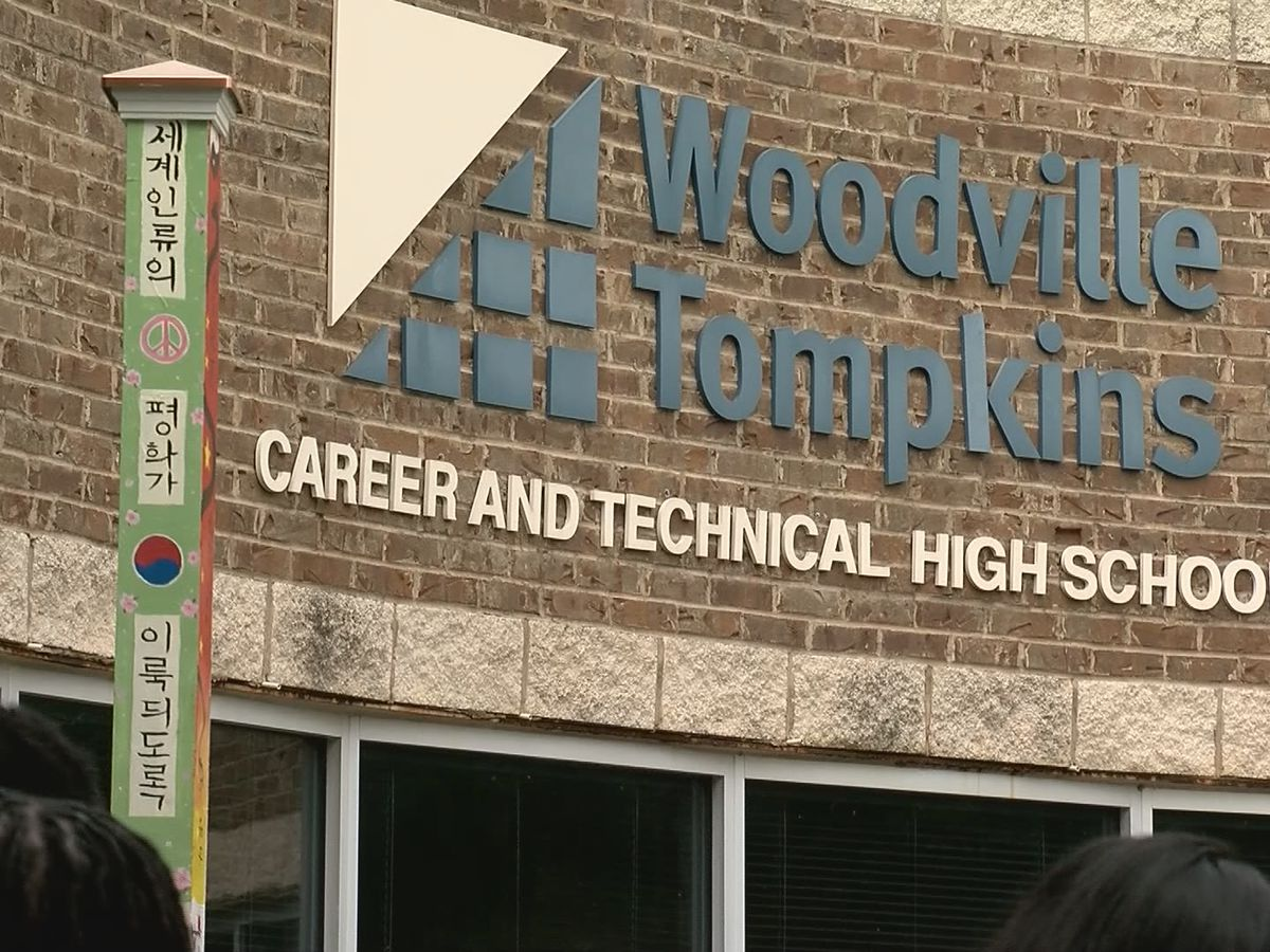 Woodville Tompkins, Savannah Early College celebrate 100% graduation rate