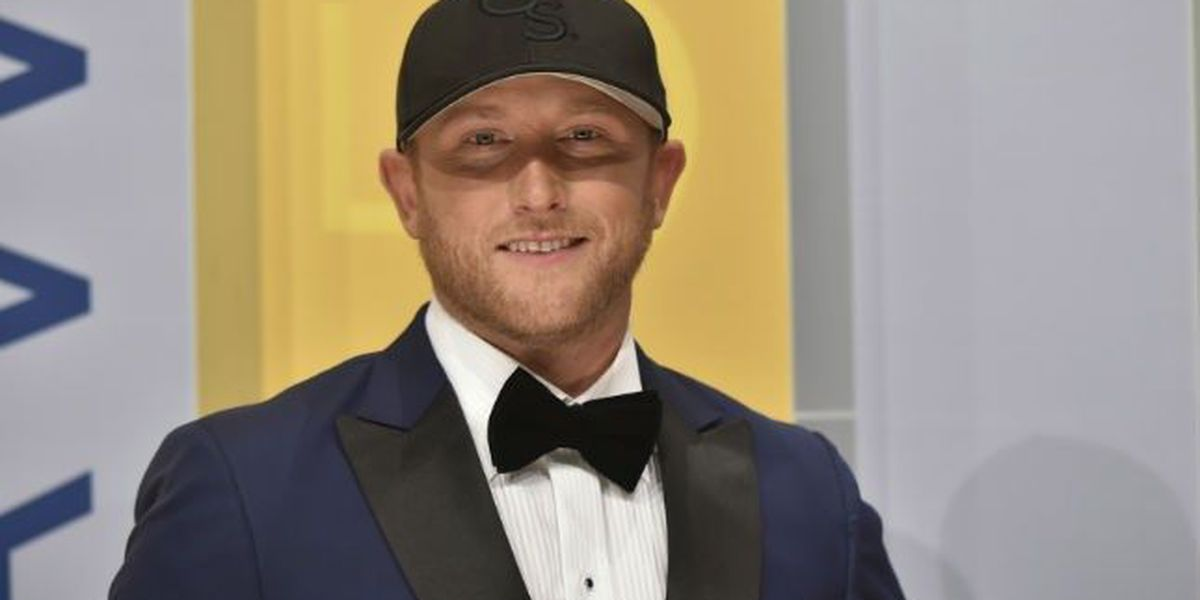 Cole Swindell offering to get second bus of students to Eagles' bowl game in AL
