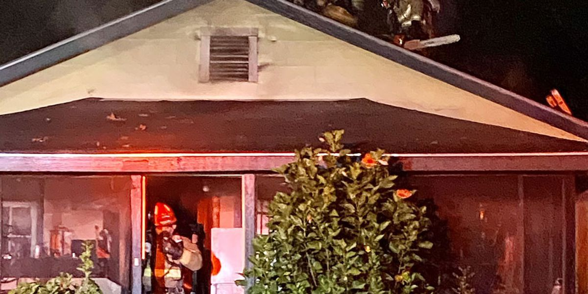 2 people displaced by fire on New Castle Street
