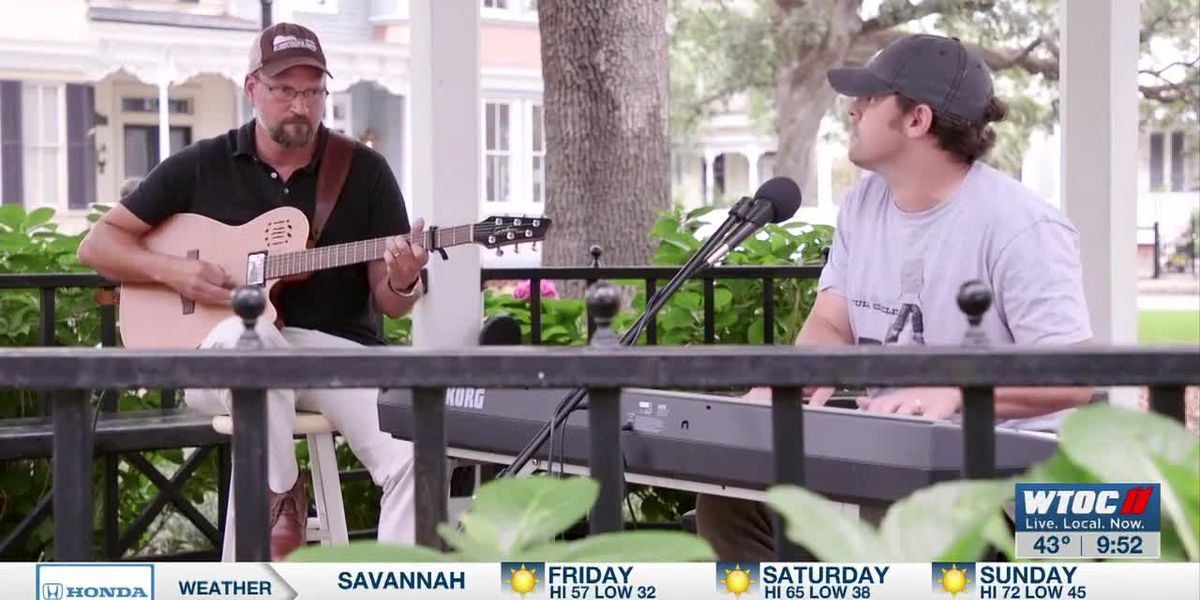 "Savannah Square Sessions: Brian Crowley and Chris Hagan perform ""Idolize"""