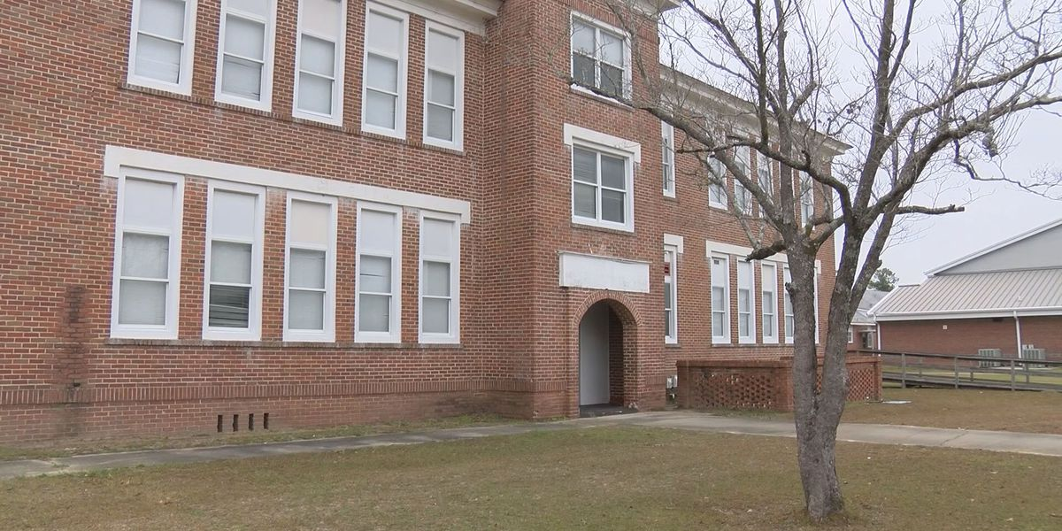 Meeting to decide future use of historic Claxton school house