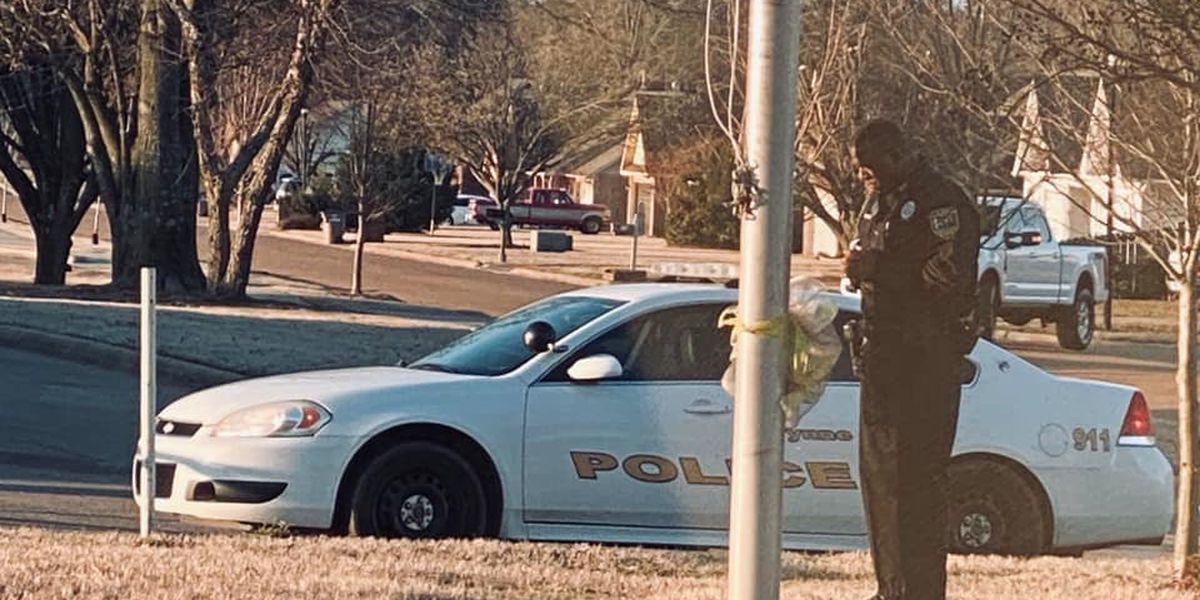 Arkansas school resource officer seen praying at school flagpole