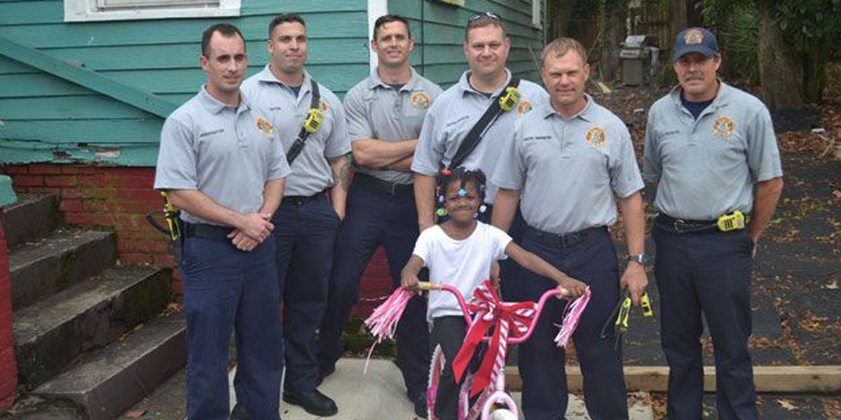 Firefighters replace child's Christmas gift