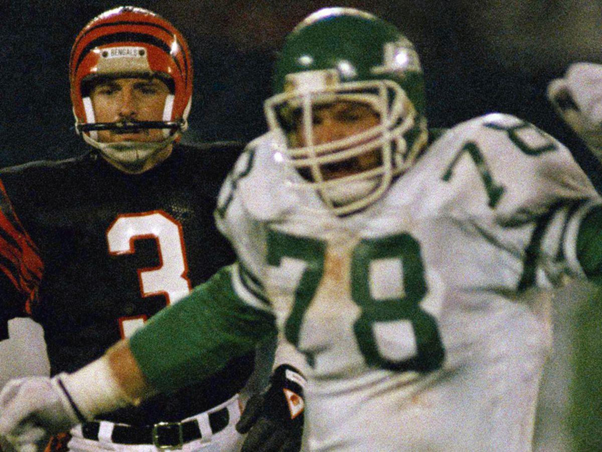 Ex-NFL lineman Bennett, wife found dead; son sought