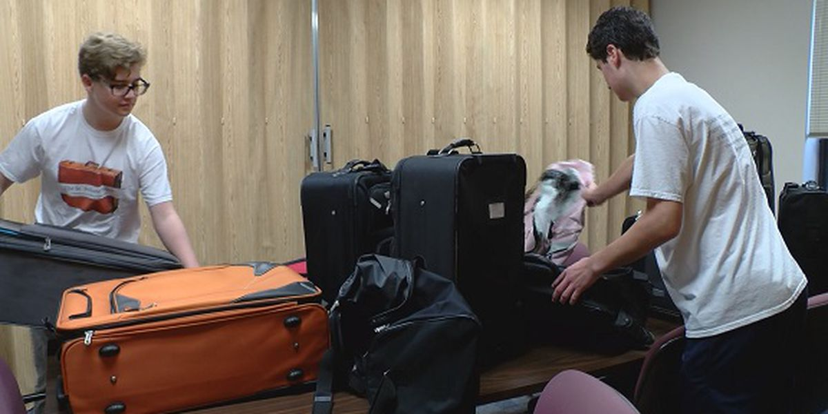Teens donate suitcases to foster kids with 'South Carolina Suitcase Project'