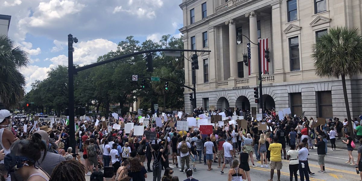 Peaceful protest moves from Savannah City Hall to downtown streets
