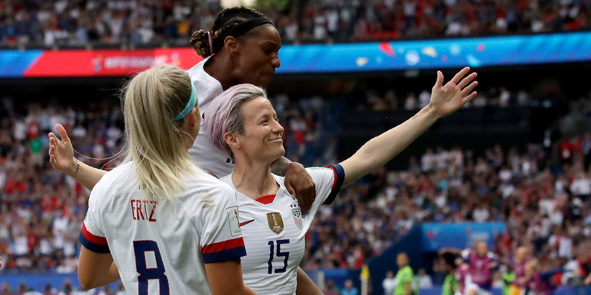 US defeats France 2-1, advances to semis in World Cup