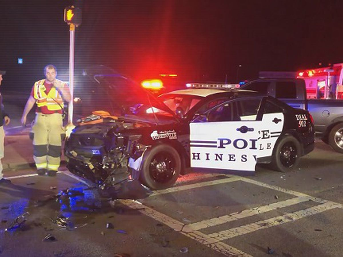 Hinesville police officer hospitalized after wreck in Midway