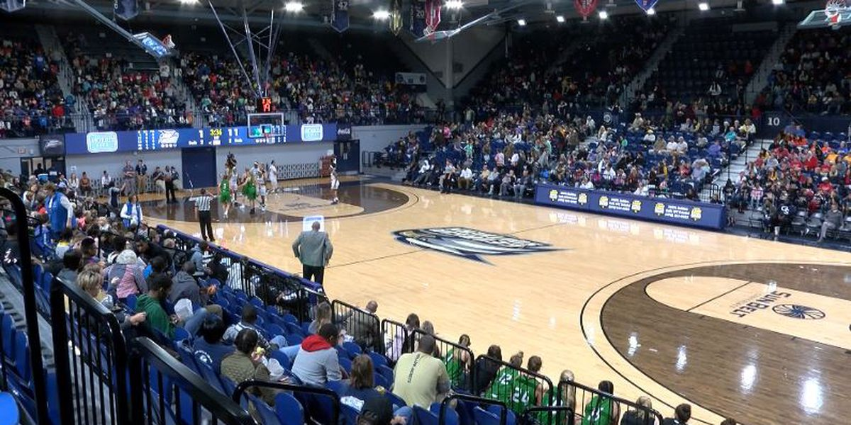 Eagles set program attendance record, fall to UND on Kids' Day
