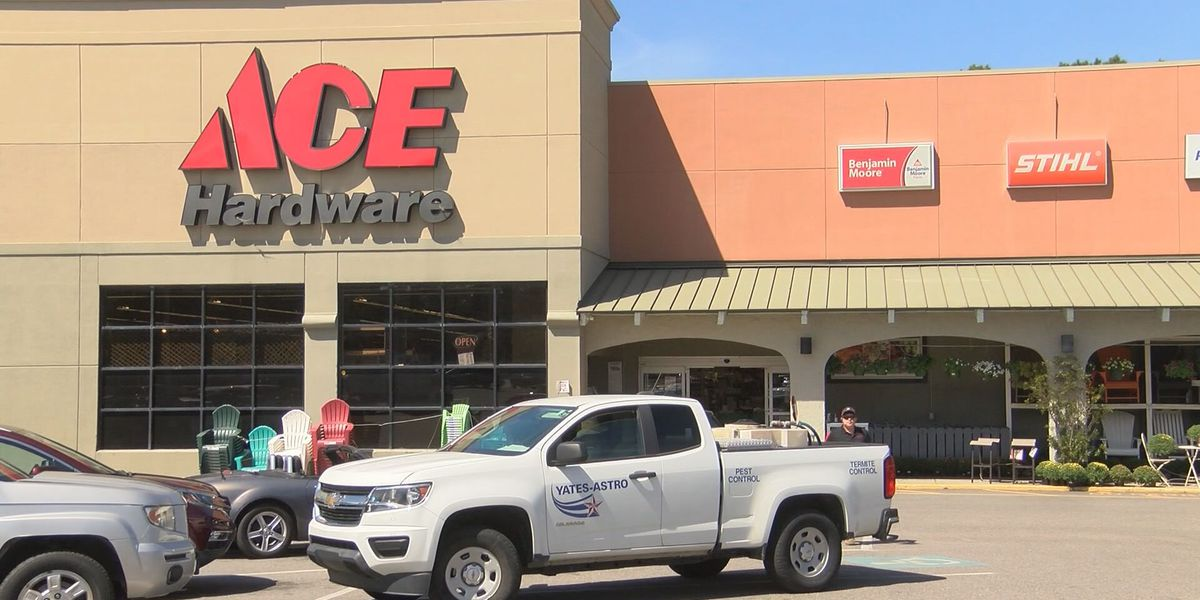Wilmington Island store says they're target of several thefts