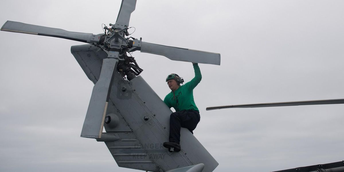 Savannahian repairs MH-60R Sea Hawk Helicopter