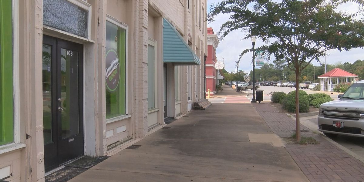 Lyons businesses not feeling the impact of COVID-19