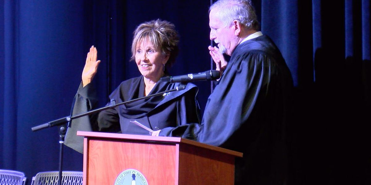 Shirley Sessions sworn in as Tybee Island's first female mayor