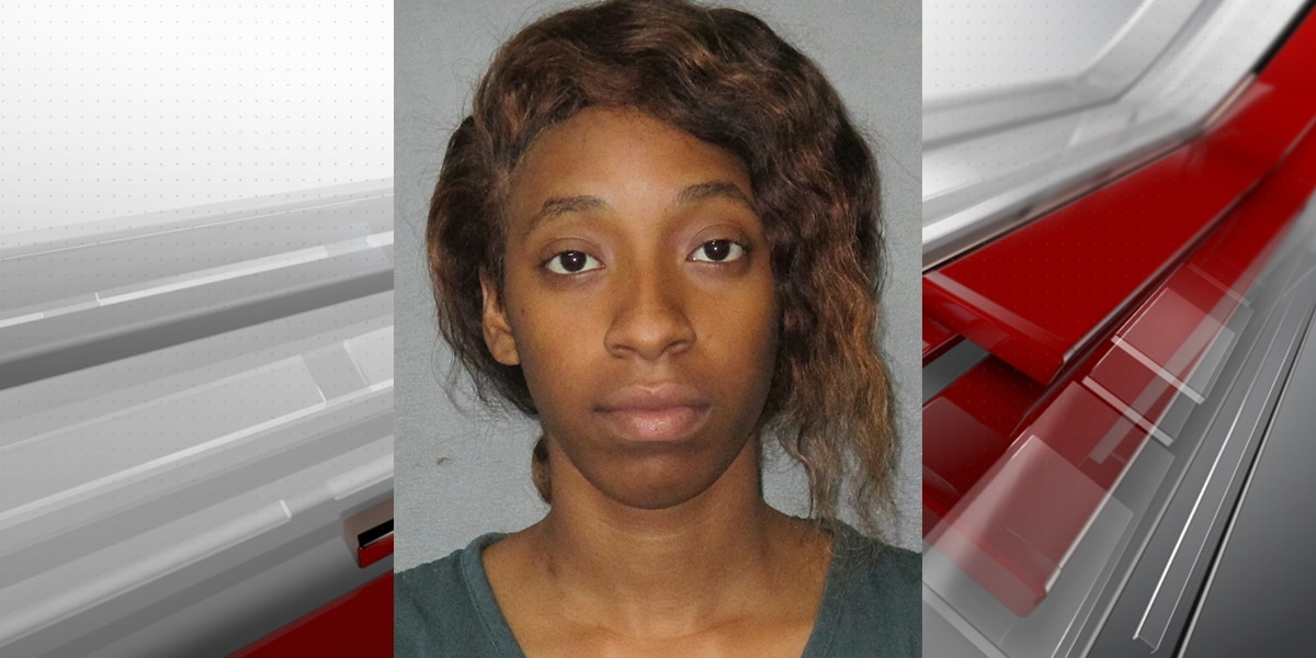 Woman accused of using college bookstore job to steal personal financial information, sell stolen electronics