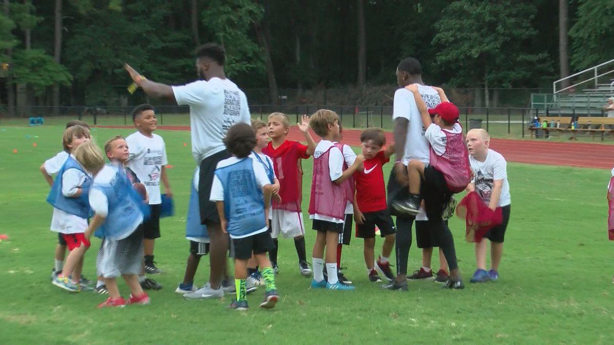 Former Georgia Bulldogs host Savannah football camp