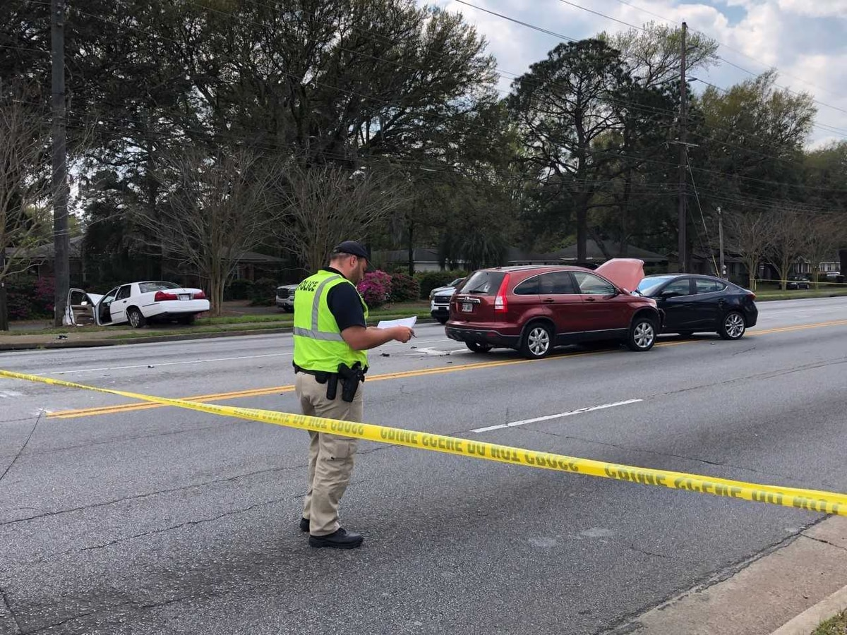 Derenne Avenue closed between Paulsen, Reynolds St. after three-car wreck