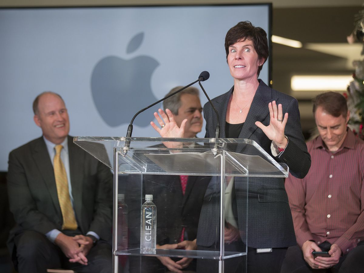 Apple upstages Amazon in selecting new tech hub locations