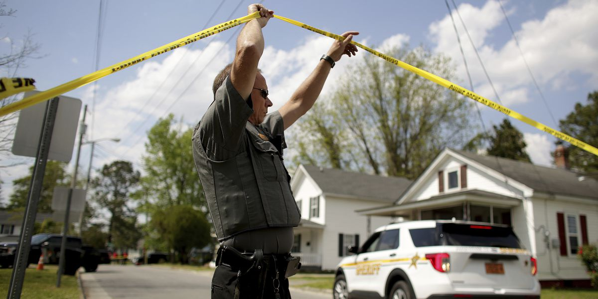 Sheriff: Deputy who killed man while serving warrant is on leave