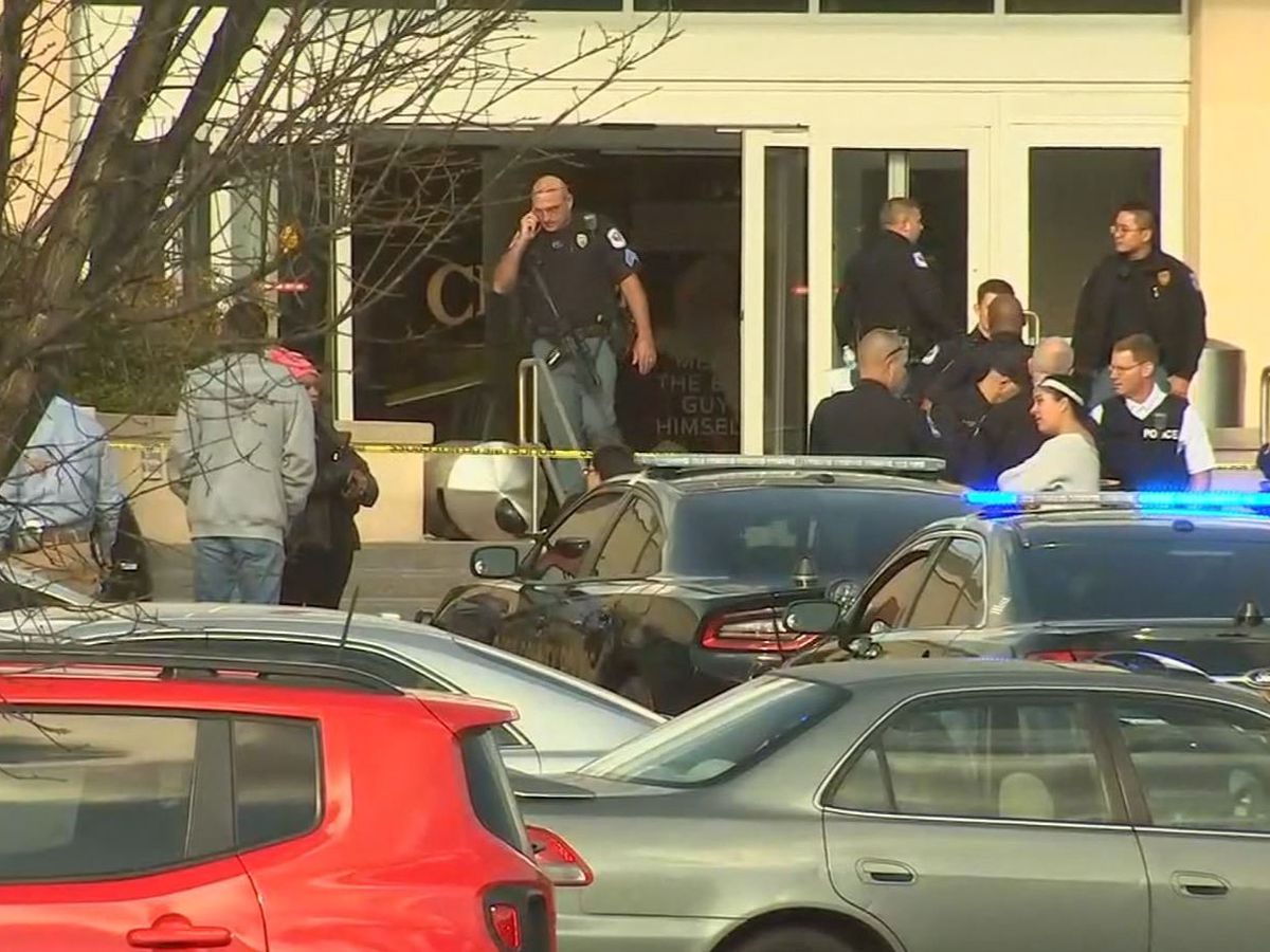 Police: 1 person injured in Atlanta-area mall shooting, suspect at large