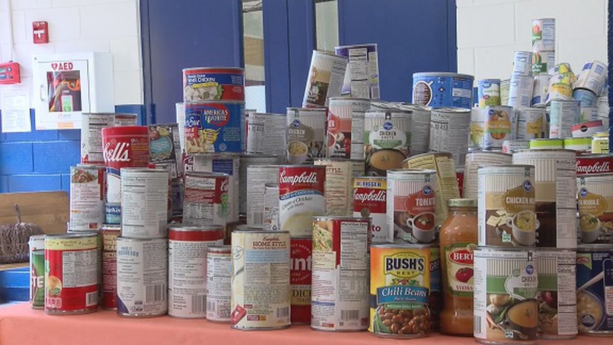 Students on Wilmington Island collect food for local families