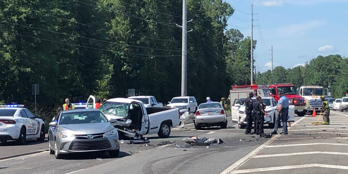 Crash slows traffic on Port Wentworth road