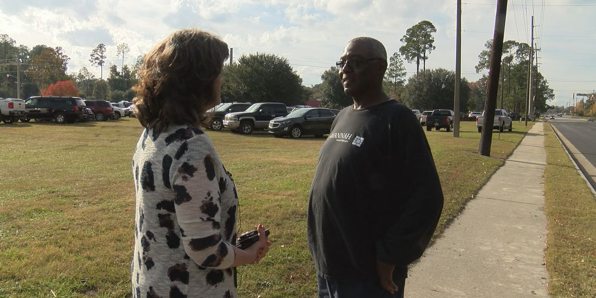 City employee helps in search for lost phone on Eisenhower Drive