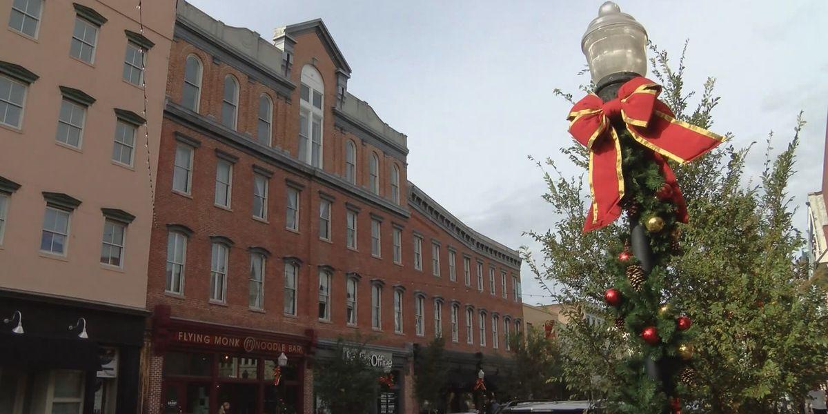 Downtown business organizations funding Savannah Christmas decorations