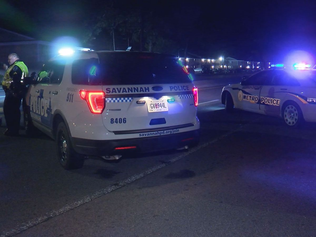 Pedestrian hit, killed while crossing Middleground Road in Savannah